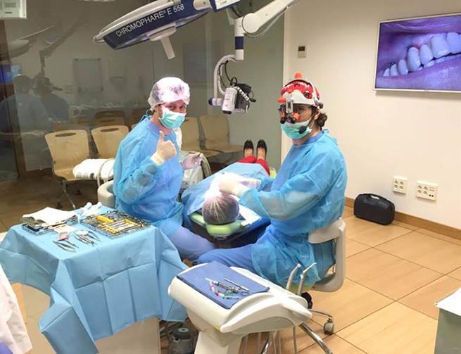 Los doctores de PerioCentrum en el curso de Cirugía Plástica Periodontal y Periimplantaria de la Facultad de Odontología de la Universidad Complutense de Madrid.