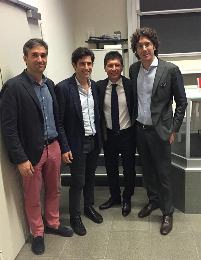 El Dr. Fabio Vignoletti de PerioCentrum con el Dr. Roberto Farina y el Prof. Leonardo Trombelli.