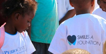 Dr. Fabio Vignoletti coopera en Zimbabwe con la ONG Smile is a Foundation