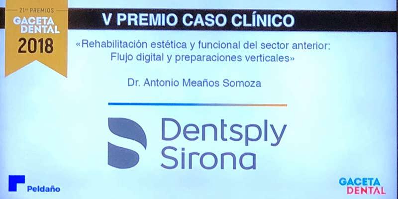 La revista Gaceta Dental otorga al Dr. Meaños el premio al mejor caso clínico