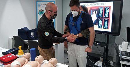 PerioCentrum Madrid forma a sus trabajadores en primeros auxilios e incorpora un desfibrilador a sus instalaciones